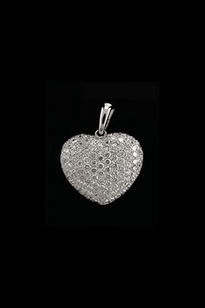 Privjesak s dijamantima u oblika srca od bijelog zlata 18KT