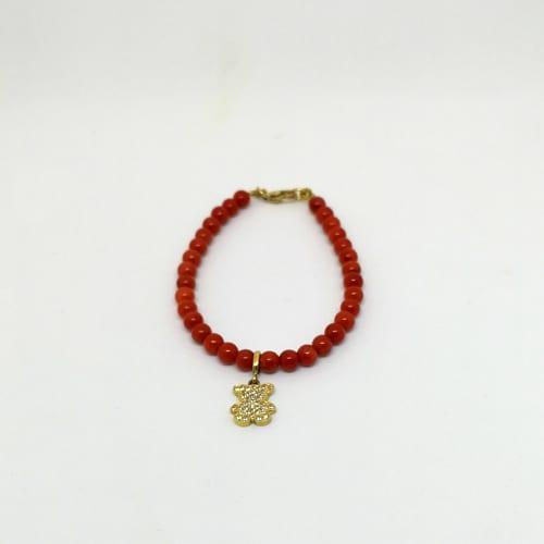 Koraljna narukvica sa zlatnim privjeskom medvjedića ispunjenog cirkonima