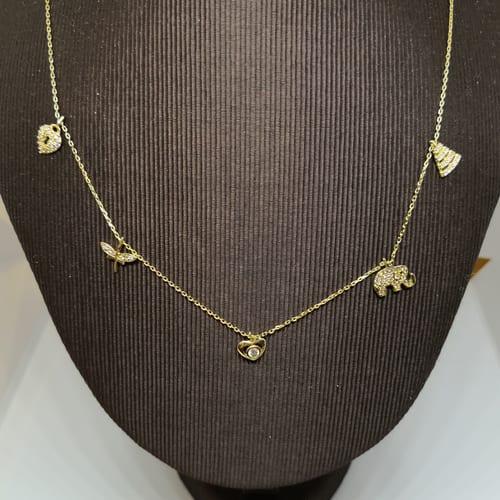 Zlatna ogrlica s veselim privjescima i cirkonima