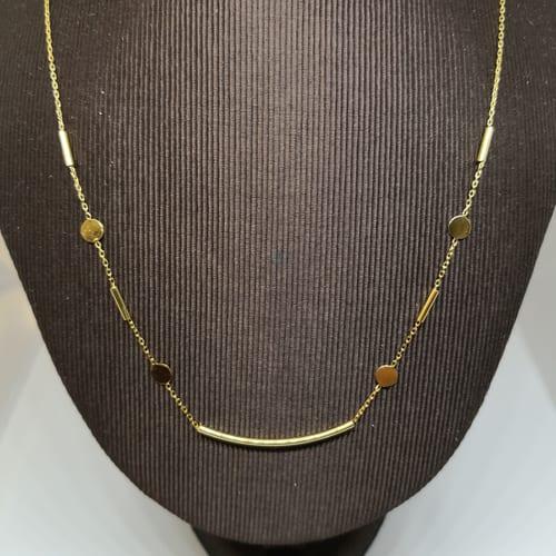 Jednostavna klasična zlatna ogrlica s detaljima